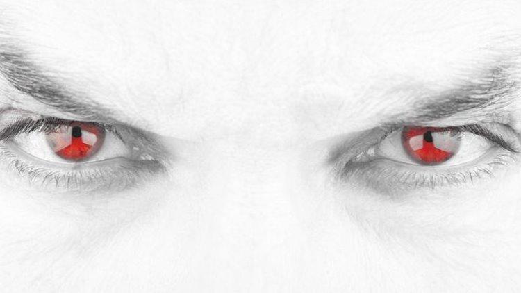 fotoğraflarda gözün kırmızı çıkması